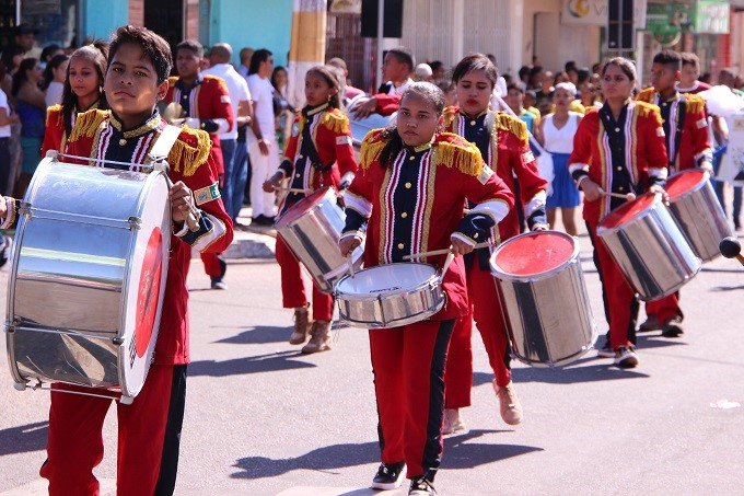 Prefeitura de Gurupi entrega instrumentos musicais para escolas e iluminação de LED no Parque Mutuca II