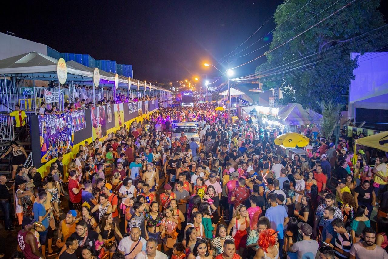 Batukerê e bandas regionais arrastam multidão no sábado de Carnaval em Gurupi