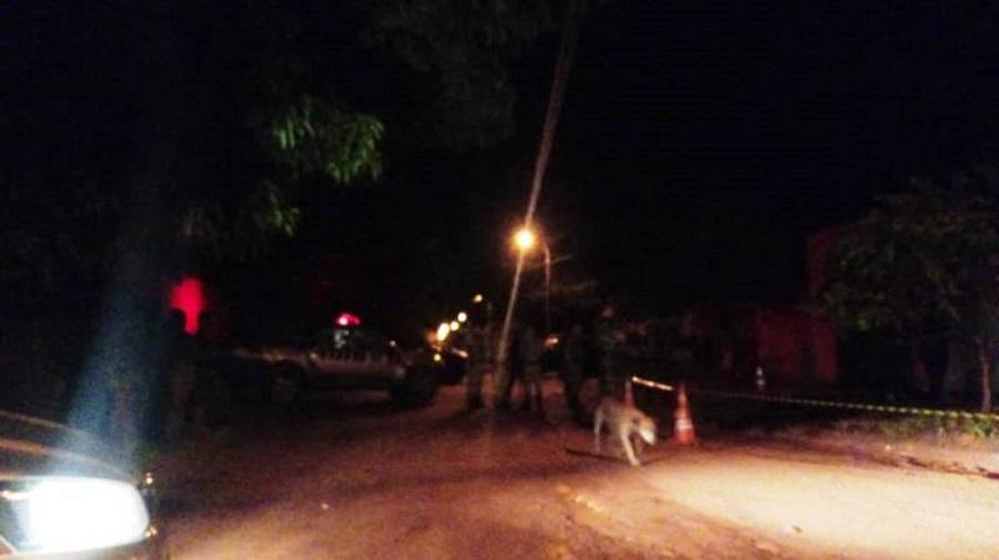 Jovem é assassinado com vários tiros na porta de casa em Palmas