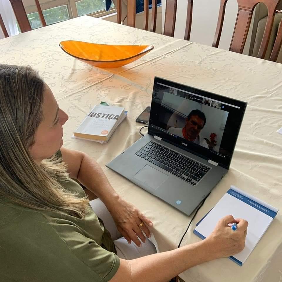 Deputada federal Dulce Miranda participa de sessão deliberativa remota