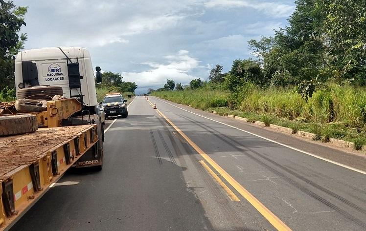 Colisão lateral na BR-153 envolvendo carro e caminhão deixa ocupantes feridos em Colinas