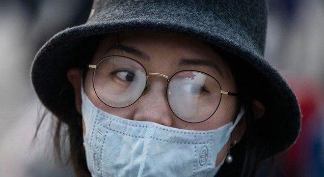 Tutorial mostra como usar máscaras sem embaçar lentes dos óculos