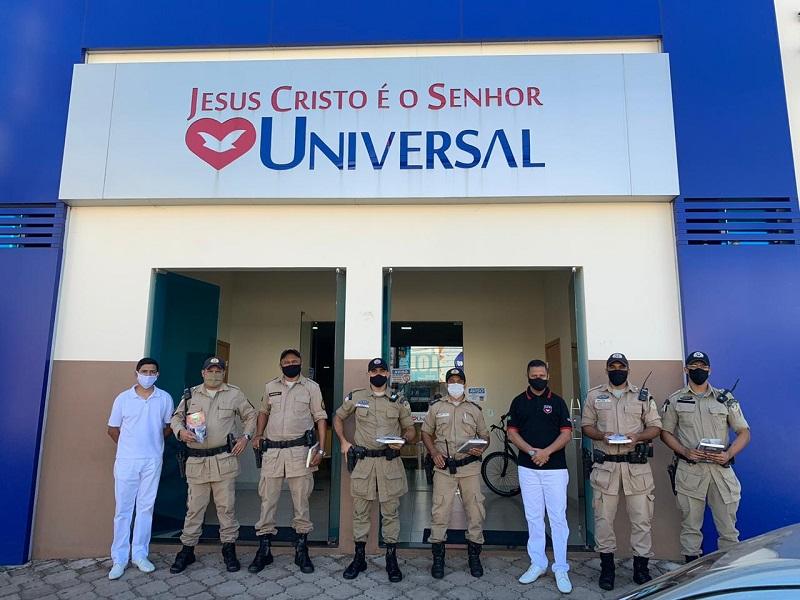 Igreja Universal de Paraíso oferece café da manhã e kit de prevenção à Covid-19 aos policiais militares de serviço