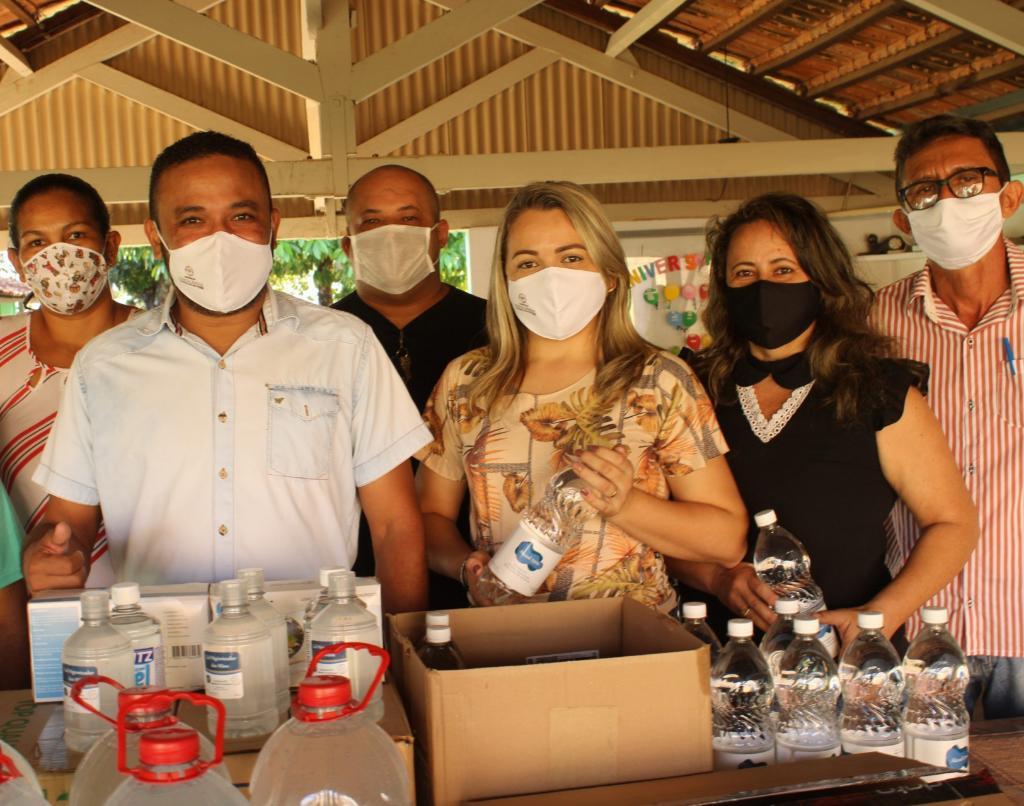 Prefeitura entrega EPI's a profissionais do Sistema Único de Assistência Social de Cristalândia