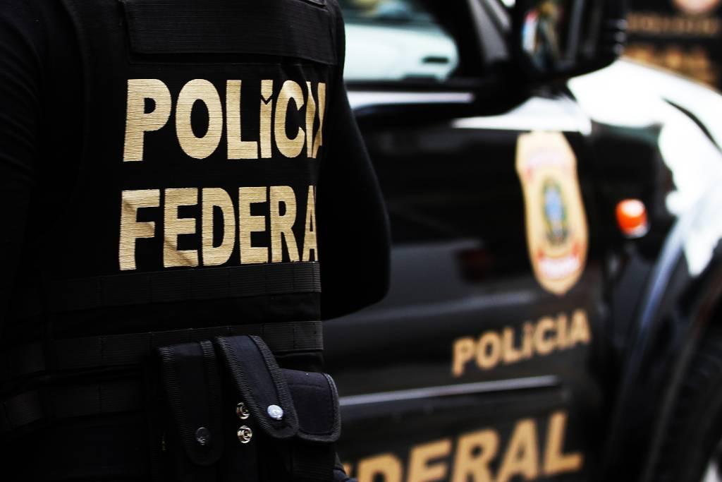 Polícia Federal investiga organização criminosa suspeita de tráfico de drogas, roubos e homicídios