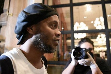 Ronaldinho se pronuncia pela primeira vez na web após prisão