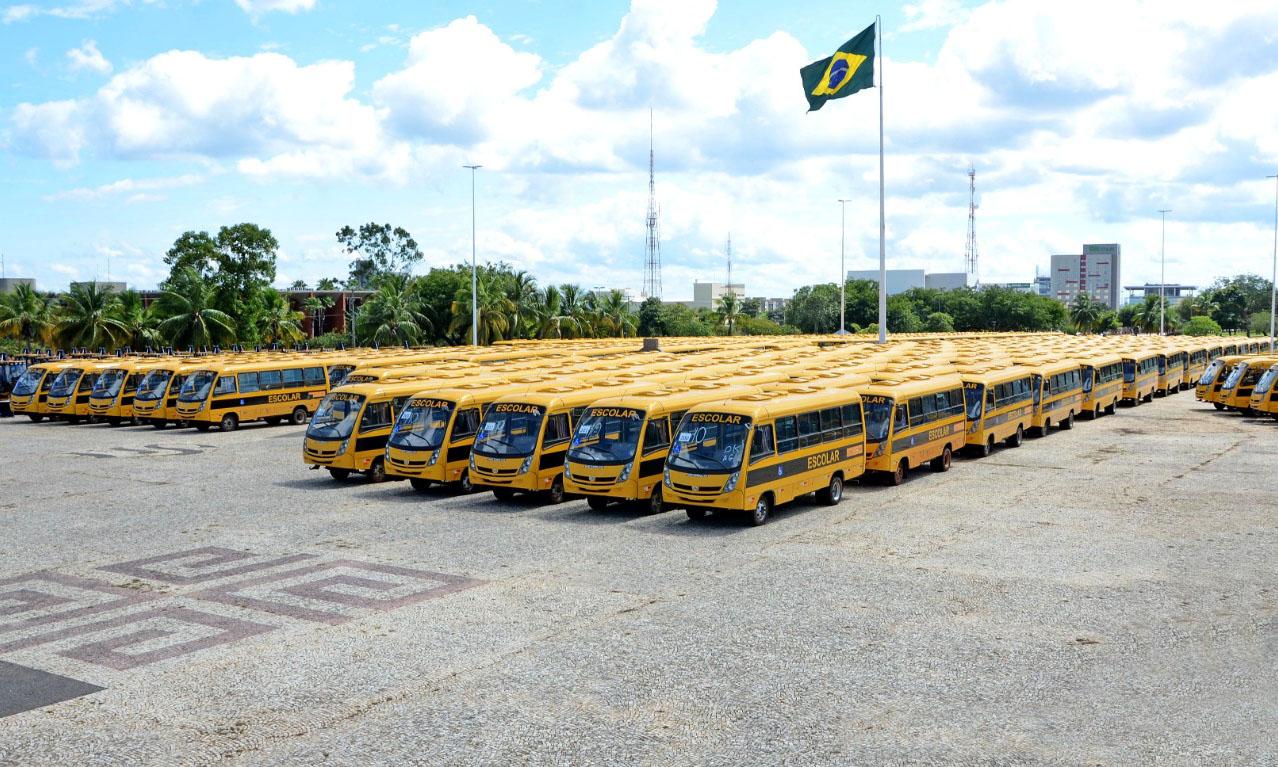 Governador Carlesse prepara entrega de 400 novos ônibus escolares aos municípios
