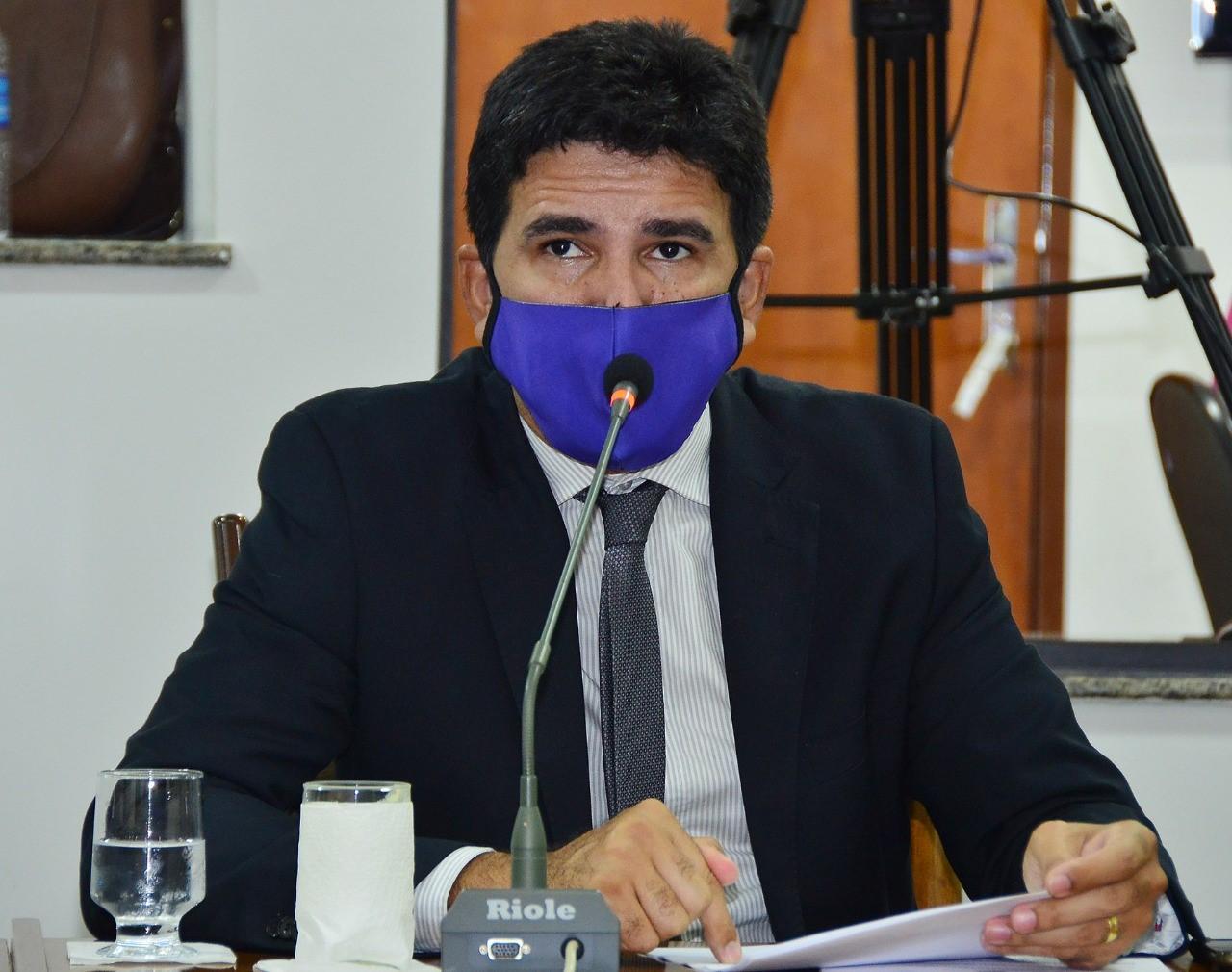 Prof. Júnior Geo requer liberação para retorno de atividades de internato em cursos da saúde para contribuir no combate à Covid-19