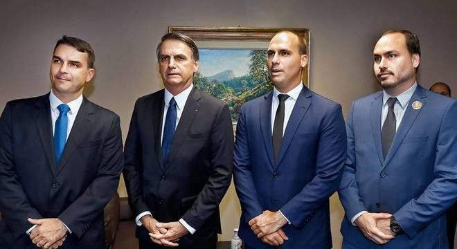 Hackers expõem dados pessoais da família Bolsonaro e de aliados