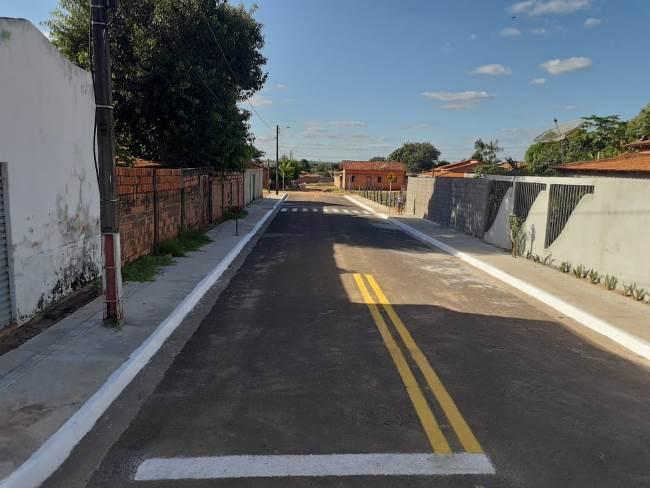Dulce Miranda comemora conclusão de obra de pavimentação em Araguatins