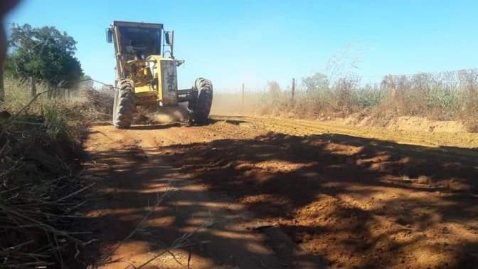 Prefeitura de Fátima beneficia produtores rurais com patrolamento de estradas