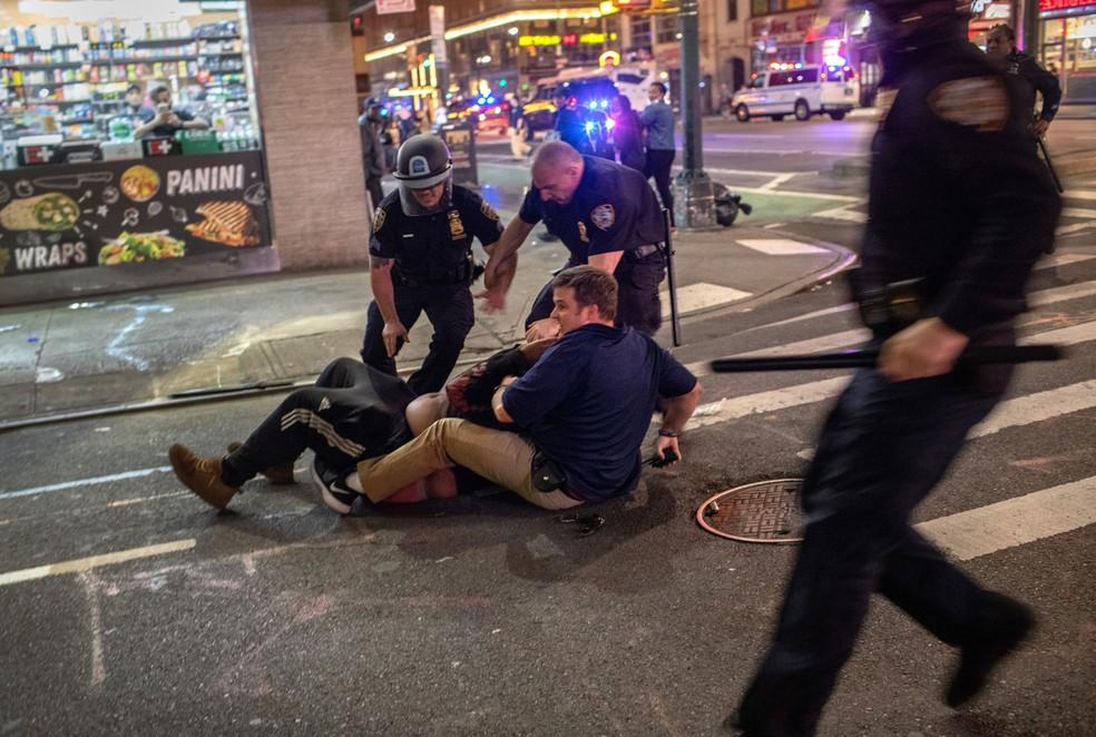 Protestos continuam em várias cidades dos EUA apesar de ameaça de Trump de enviar o exército