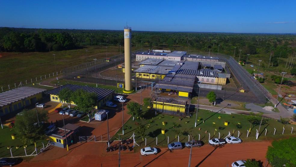 Comissão de aprovados do concurso do sistema penitenciário realiza manifestação na porta de presídio em Araguaína
