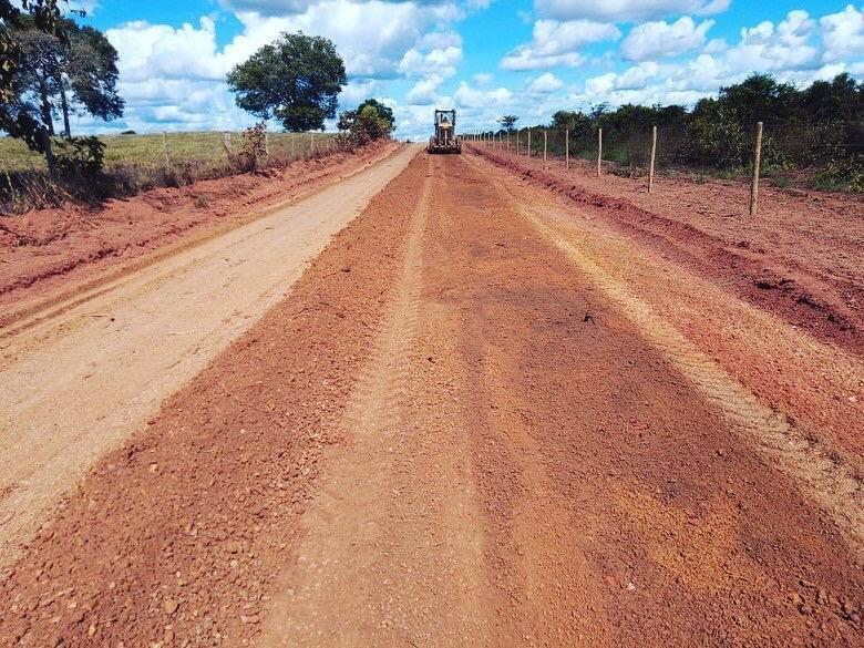 """Prefeitura de Divinópolis segue com """"Projeto Avenida Rural"""" na recuperação de estradas vicinais do município"""