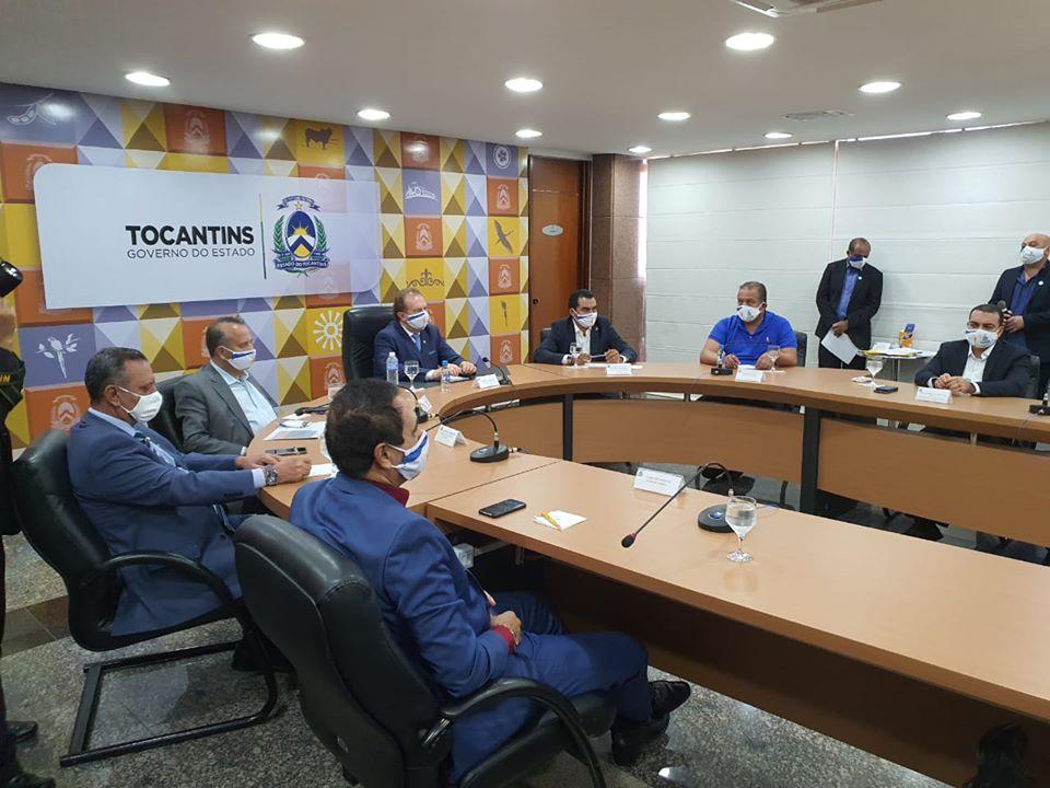 Vice-governador Wanderlei Barbosa participa da entrega de máquinas aos municípios tocantinenses