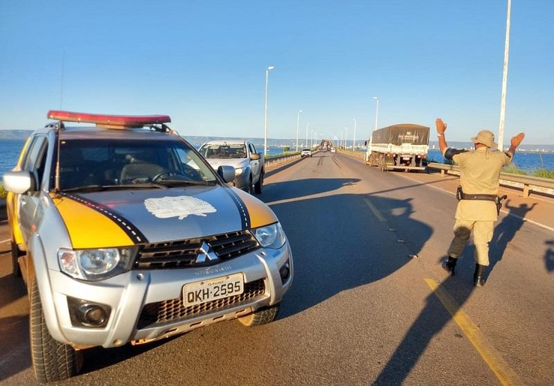 Acidente na ponte entre Palmas e Luzimangues deixa motociclista ferida