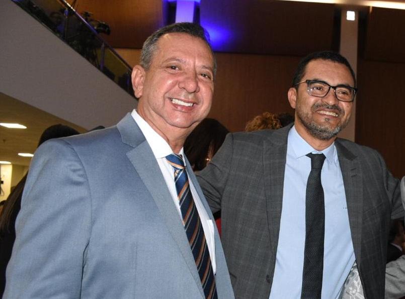 Vice-governador Wanderlei Barbosa parabeniza presidente reeleito Antônio Andrade e toda nova mesa diretora da Assembleia