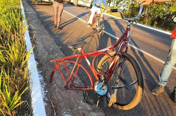 Ciclista morre ao bater de frente com carro na BR-153, no norte do Tocantins