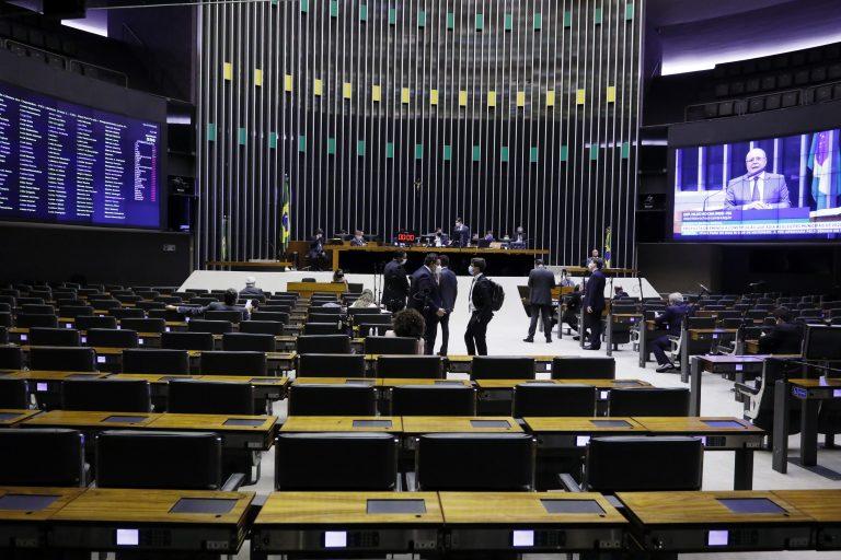 Câmara aprova em 1º turno PEC do adiamento das eleições municipais