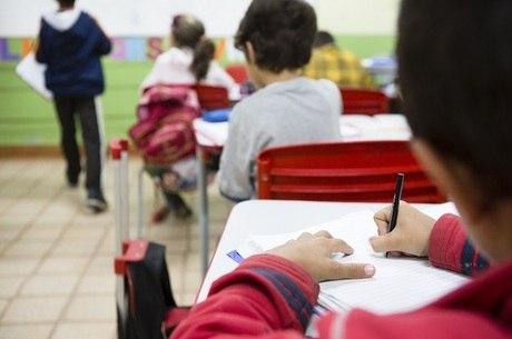 """Conheça 3 tecnologias """"anticovid"""" essenciais para manter a segurança das instituições de ensino"""