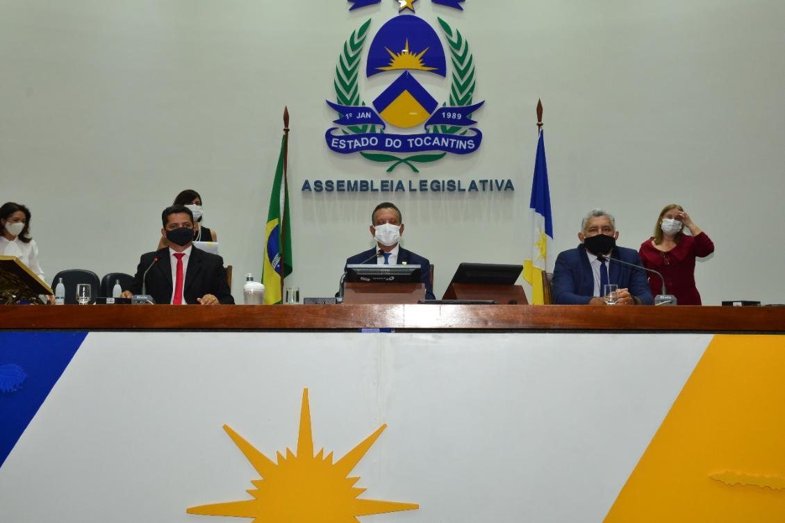 Deputados encerram semestre com aprovação de direitos ao consumidor e homenagem