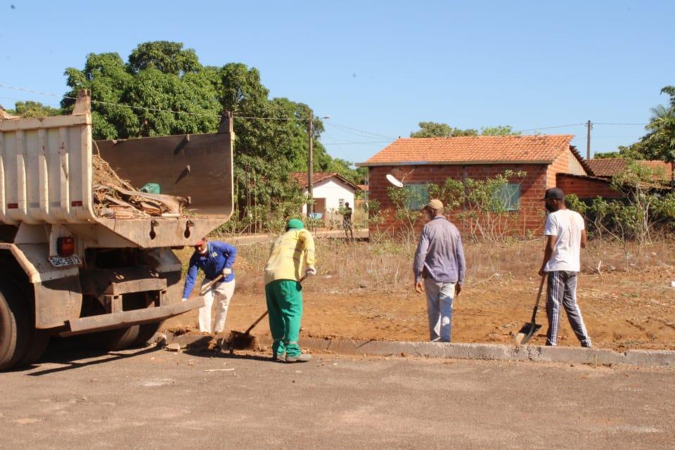 Força-tarefa da prefeitura realiza operação de limpeza urbana em Cristalândia