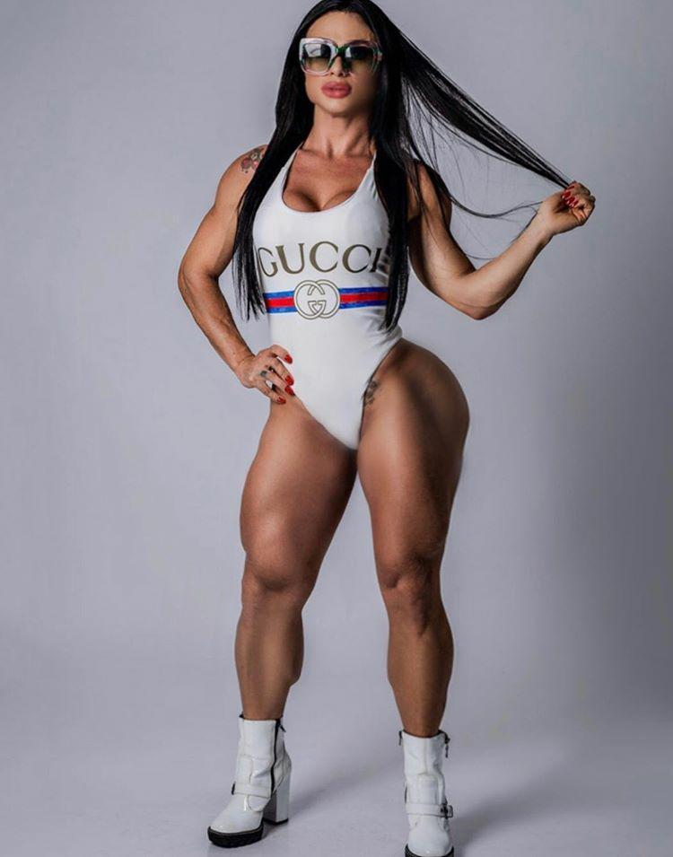 Musa Fitness Tamara de Nadai faz sucesso com shape perfeito