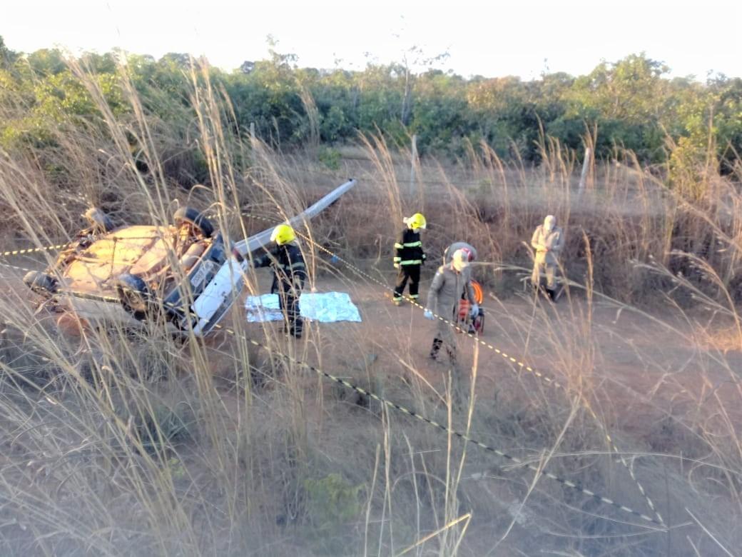 Servidor público de Palmas morre após veículo sair da pista de bater contra poste