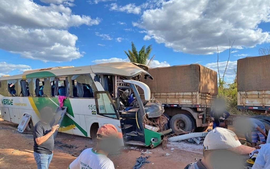 Acidente com ônibus da Verde Transportes e Bitrem deixa 3 mortos na BR-158