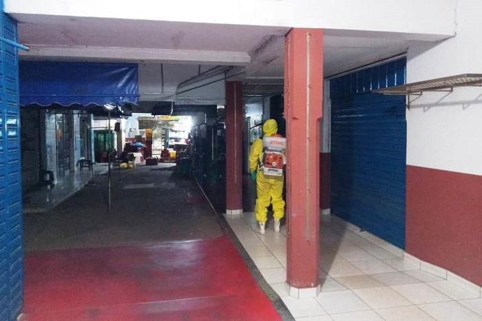 Prefeitura de Paraíso e Corpo de Bombeiros realizam desinfecção do Mercado Municipal