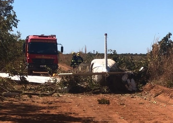 Avião monomotor faz pouso forçado em estrada rural em Gurupi