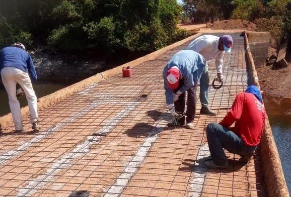 Prefeitura de Lagoa da Confusão realiza recuperação de ponte sobre o Rio Urubu