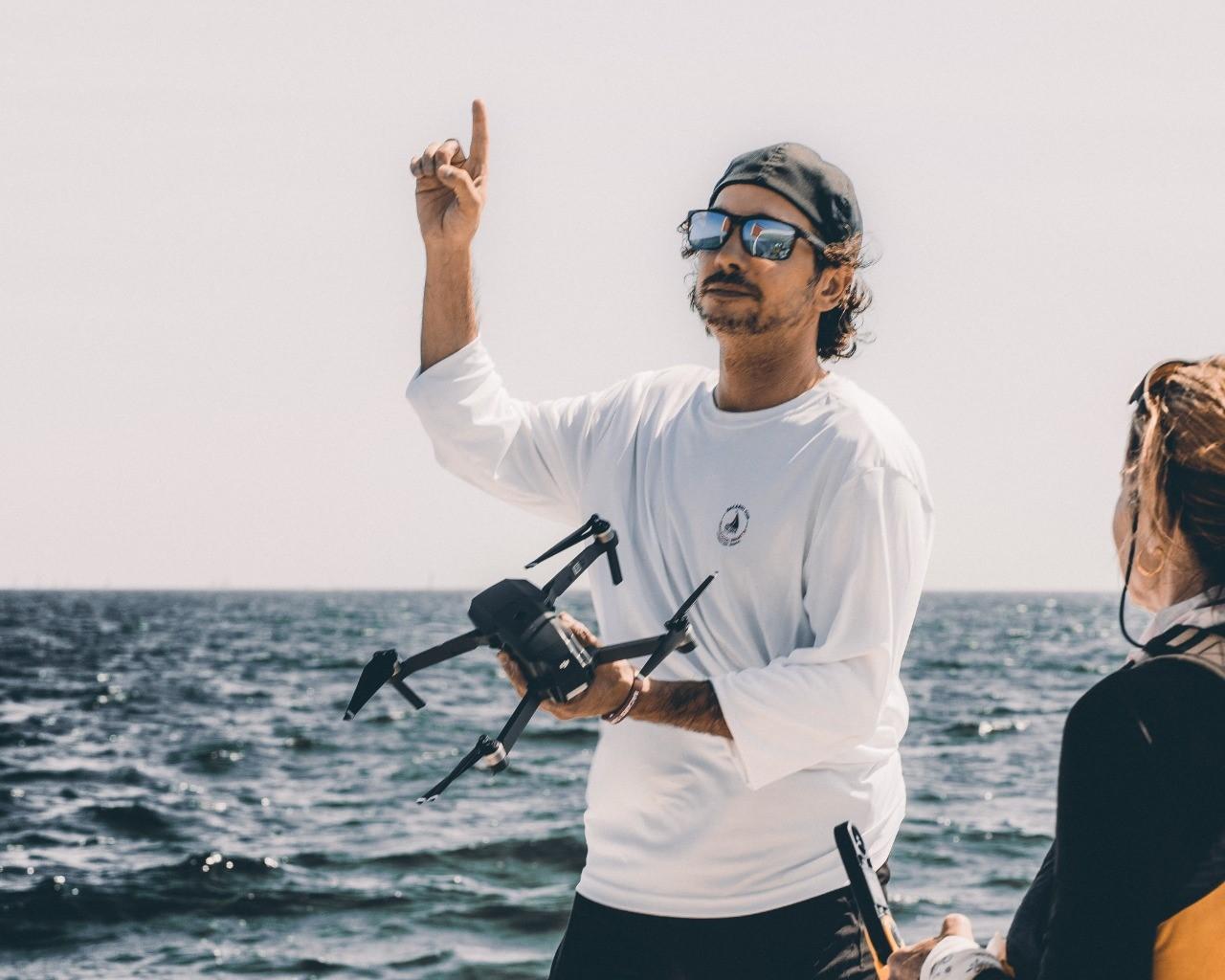 Com fotos que impressionam, fotógrafo revela levar mais de 12 horas para capturar cliques de modelo na água