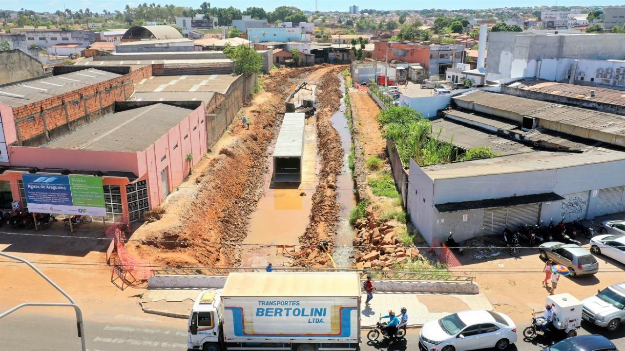 De olho na Via Norte: Iniciada instalação das manilhas de concreto para macrodrenagem em Araguaína