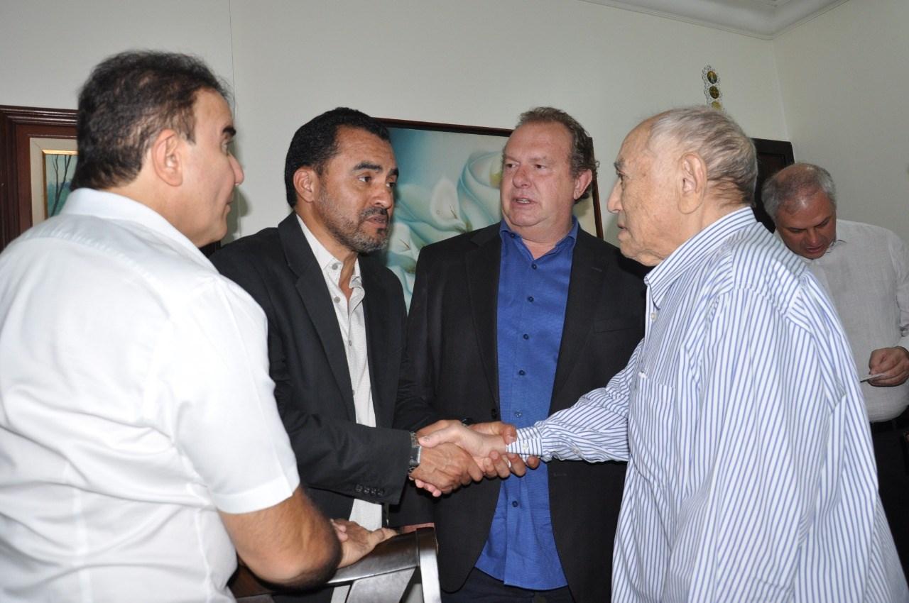 Wanderlei Barbosa homenageia ex-governador Siqueira Campos pelo seu aniversário