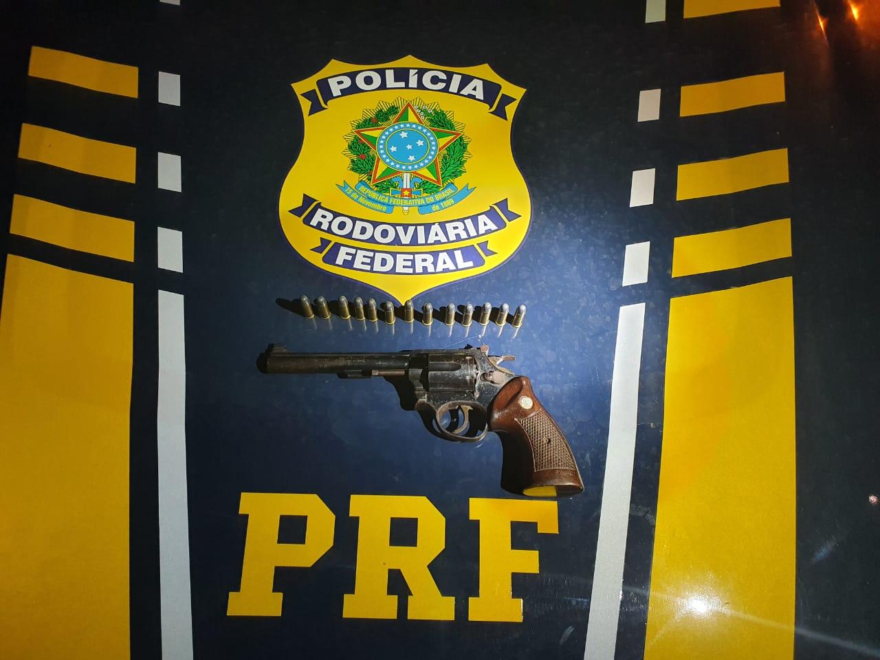 PRF flagra idoso portando ilegalmente arma de fogo e munições em Miranorte TO