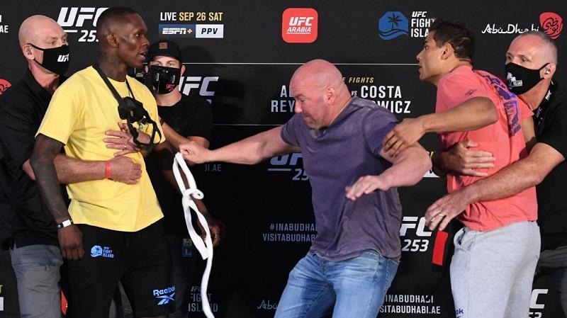 Borrachinha provoca Adesanya com faixa branca, e luta quase começa antes da hora