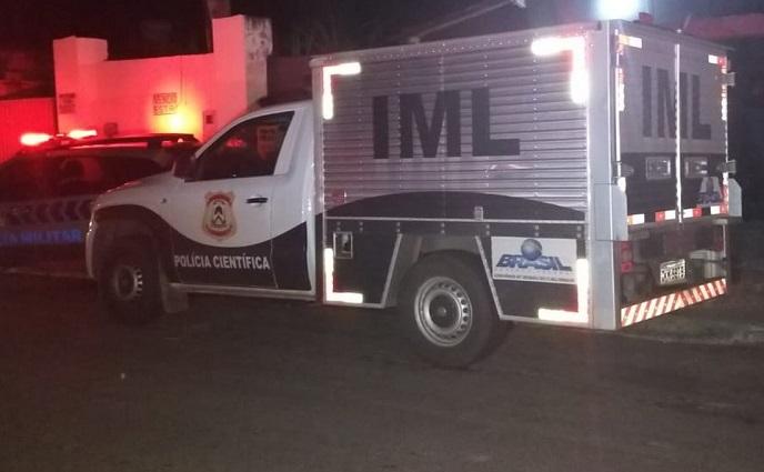 Homem e criança de 2 anos são mortos a tiros e mulher fica ferida em Miracema