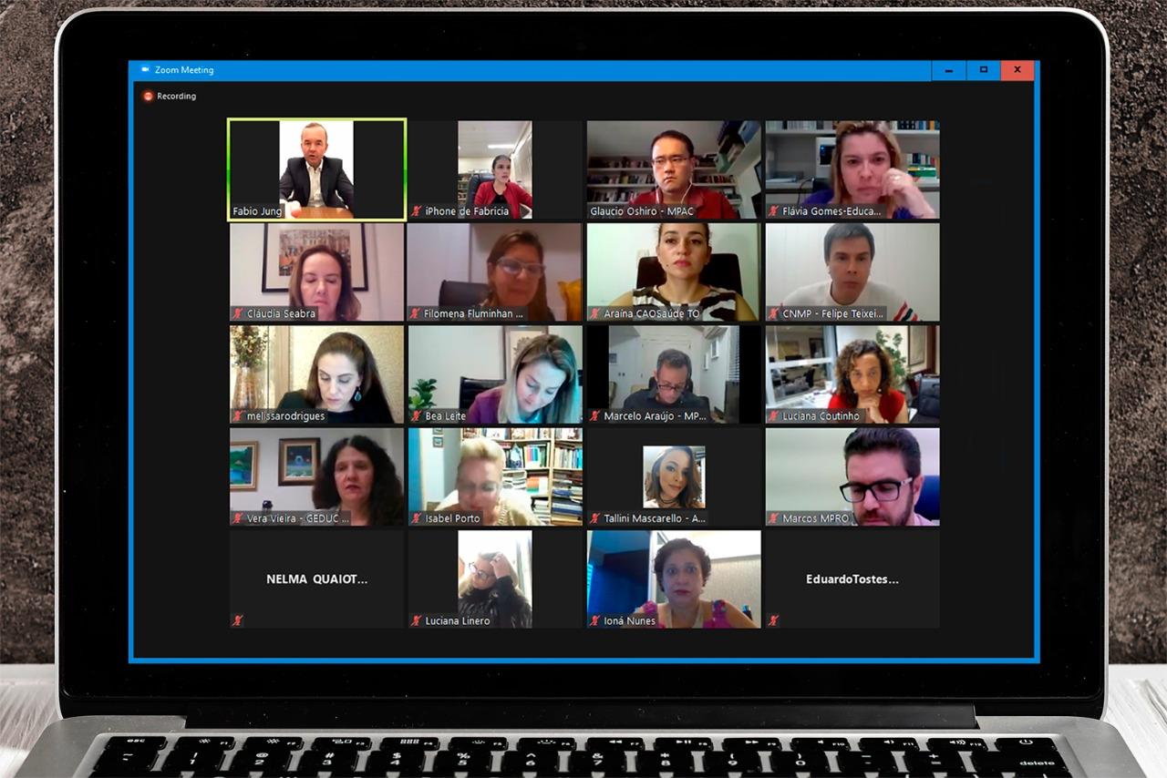 Membros do MPTO participam de videoconferência para tratar da retomada das aulas presenciais