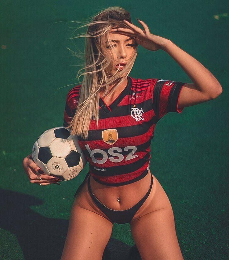 Verônica Monteiro arrasa como candidata à Musa do Flamengo