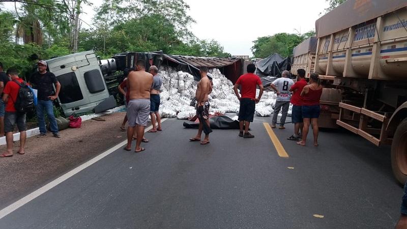 Acidente de trânsito entre Paraíso e Barrolândia deixa BR-153 interditada