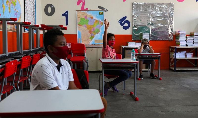 Rio de Janeiro reinicia aulas para alunos do terceiro ano do ensino médio