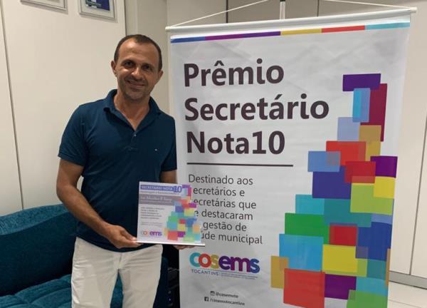 """Dirigente da Saúde Municipal de Goianorte recebe o título """"Secretário Nota 10"""""""