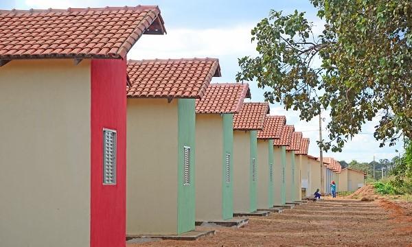 Governador Carlesse edita MP que amplia acesso de famílias de baixa renda e servidores públicos à casa própria