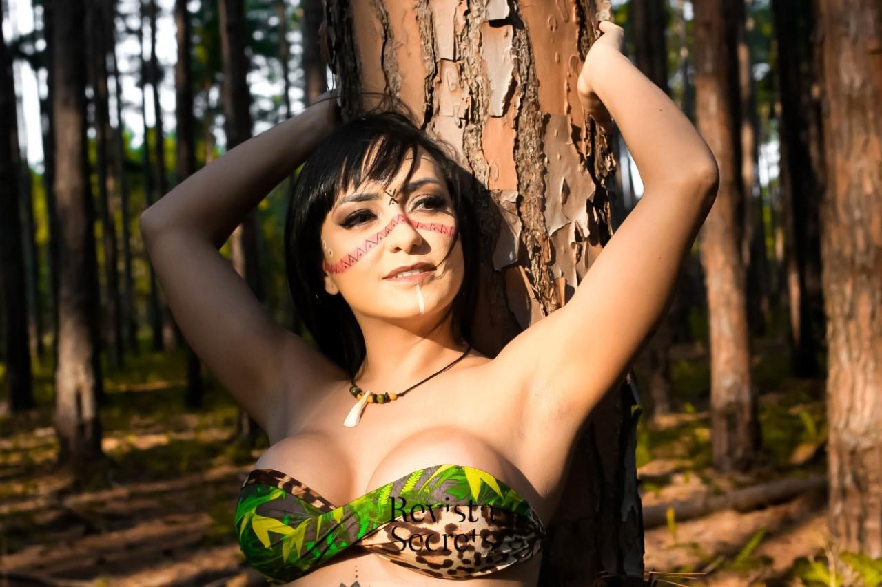 Kelly Melém realiza ensaio valorizando a beleza indígena