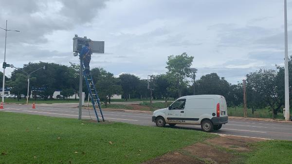 Radares fixos da Avenida Teotônio Segurado são verificados pela Agência Estadual de Metrologia