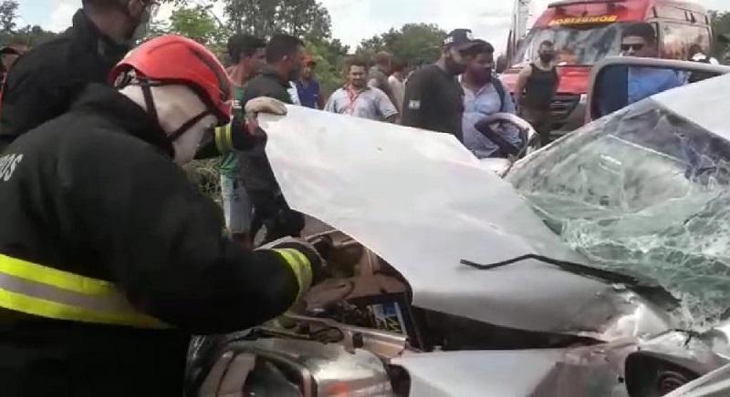 Engavetamento em trecho da BR-153 que passa por obras deixa dois mortos, próximo à Brasilândia