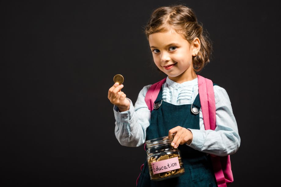 Pesquisa aponta que mais de 60% dos pais acreditam na importância de abordar educação financeira em sala de aula