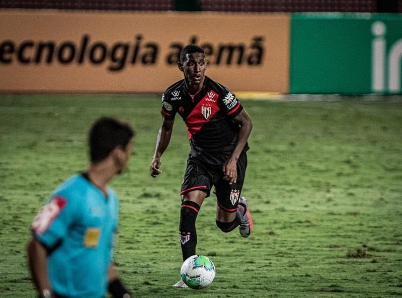 Flamengo contrata lateral-direito Luan Sales, do Atlético-GO