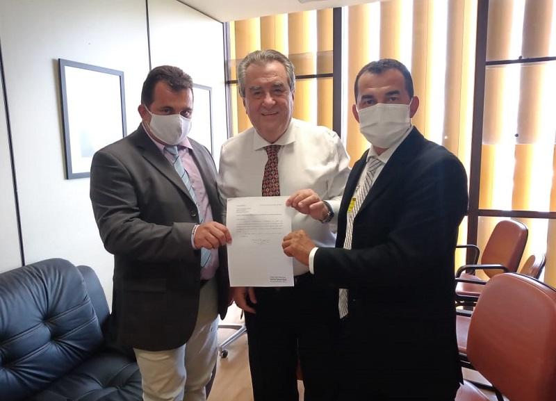 Manuel Moura busca recursos para Abreulândia durante visita em Brasília-DF